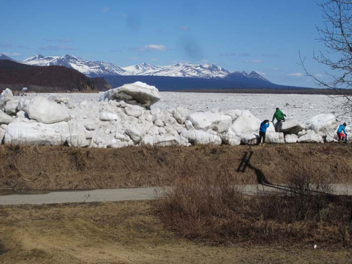 The ice piled high on the dike.